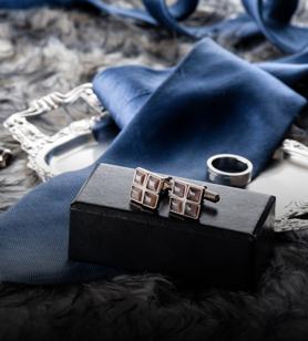 Pendentifs colliers et boutons de manchette